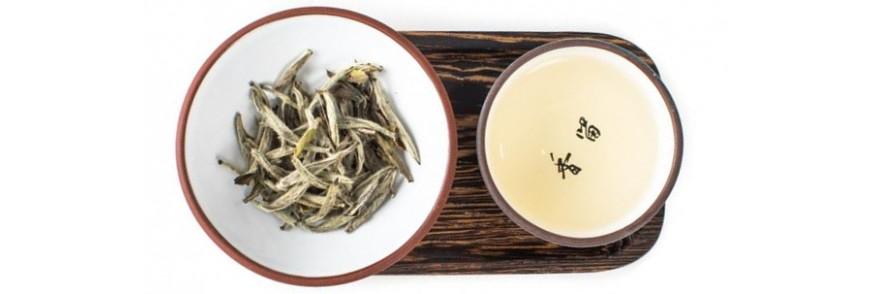 ceai alb pe lemn