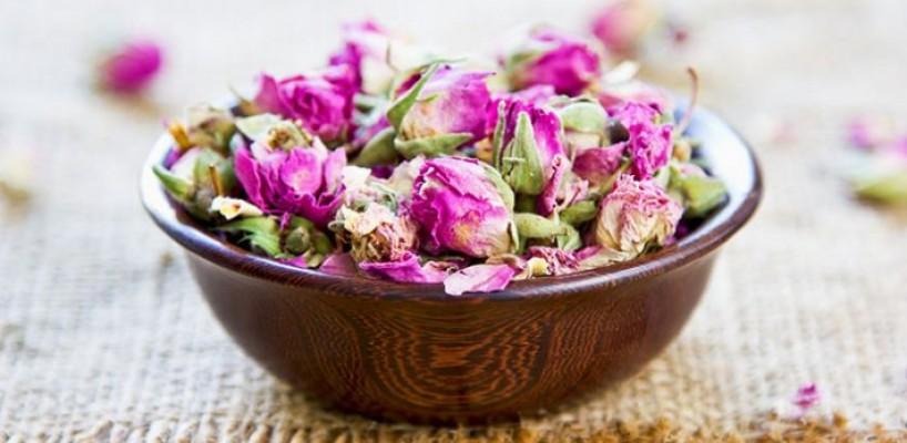 Cum preparam in casa Apa de Trandafiri si ce beneficii are.