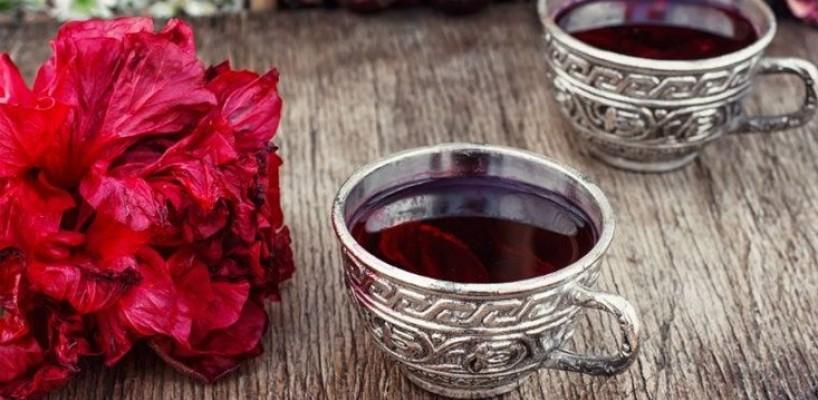 Scapa de raceala cu Ceaiul de hibiscus: Beneficii, proprietati si contraindicatii